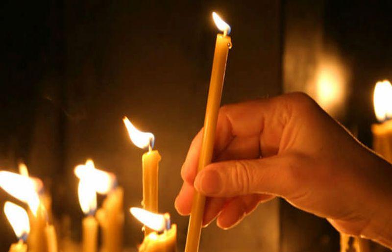 Как правильно ставить свечи в храме
